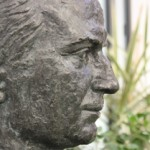 Busto de Don Ángel Herrera en el hall del CES Cardenal Spínola CEU