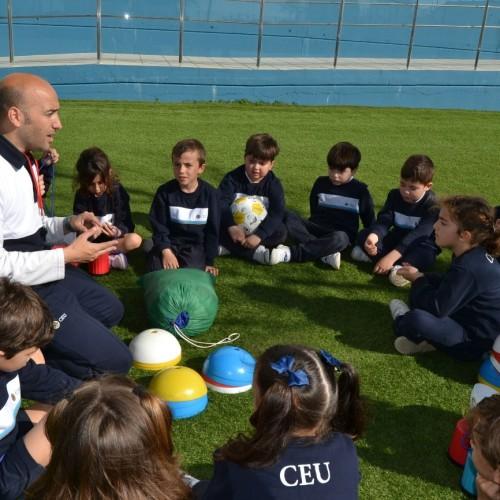"""Mr. Fernando: """"El principal objetivo de los talleres deportivos es que el nuevo alumno se sienta como en casa, y aprenda valores a través del juego"""""""
