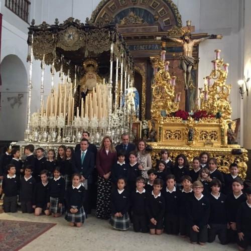 Los alumnos del colegio CEU Sevilla viven el Viernes de Dolores, víspera de la Semana Santa