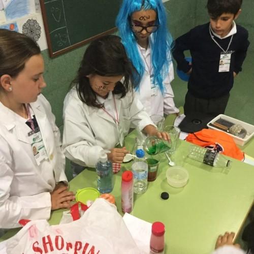Alumnos del Colegio CEU Sevilla, científicos por un día