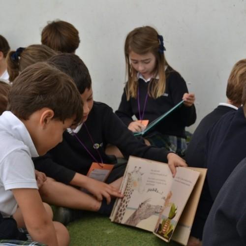 """IV Campaña de Donación de Libros """"Comparte sonrisa donando libros"""" en el Colegio CEU Sevilla"""