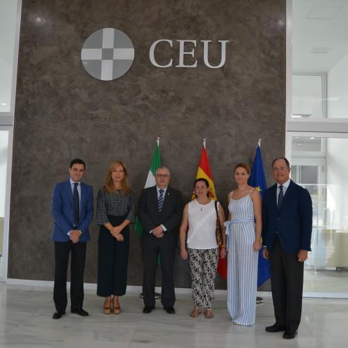 Representantes municipales del Aljarafe visitan el nuevo edificio del Colegio CEU Sevilla