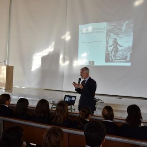 El periodista y escritor Juan Pedro Delgado presenta su última novela a los alumnos del Colegio CEU Sevilla