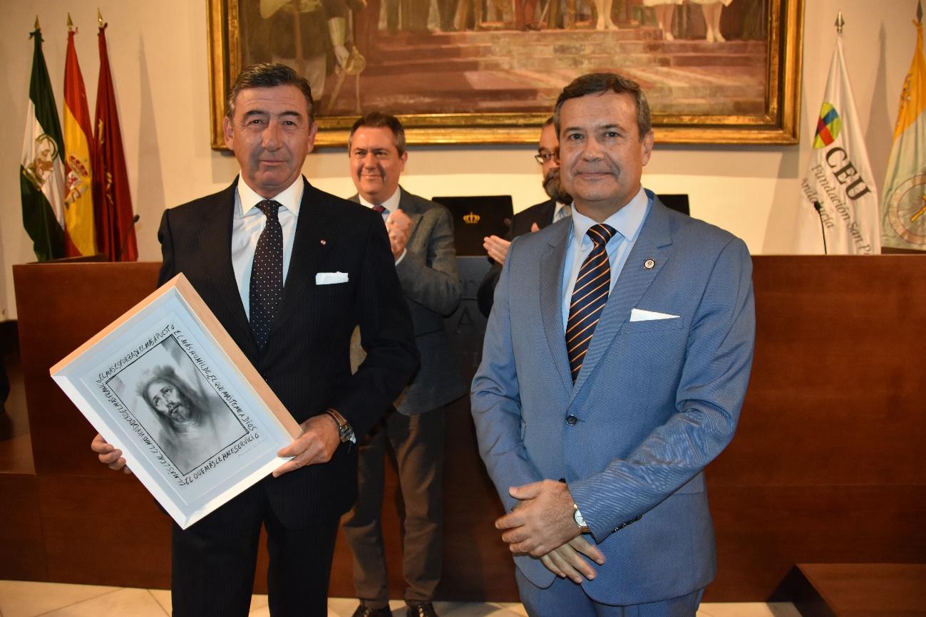 Juan Carlos Hernández Buades, CEO de la Fundación San Pablo Andalucía CEU y Director General de sus centros educativos, entregó el premio