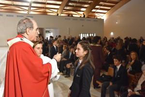 arzobispo-comunion-alumna